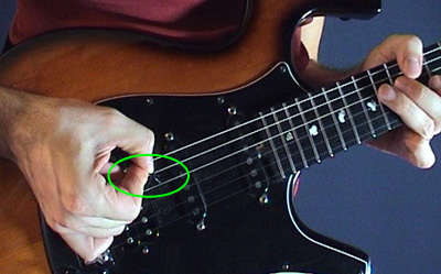 Как научиться играть на электрогитаре